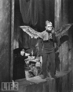 These flying monkeys scared the crap out of me when I was little haha awww love this movie.