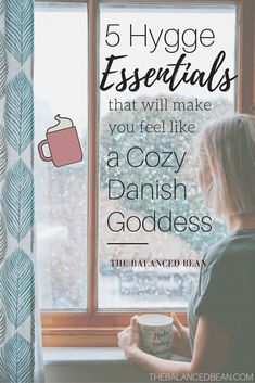 Is your life a never-ending storm of stressful hustle and bustle? Slow down and embrace the hygge lifestyle with these 5 simple hygge essentials. Turn your home, living room or bedroom into a hygge getaway with my essentials for hygge food, fashion, music and more. Learn how simple it is to implement the hygge way of living into your lifestyle for ultimate stress-free living and relaxation.