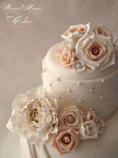sweet and wonderful wedding cake