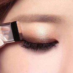 Shimmer Eye Makeup, Bronze Makeup, Eye Makeup Tips, Glitter Eyeshadow, Eyeshadow Looks, Eyeshadow Makeup, Makeup Cosmetics, Eyeshadow Palette, Beauty Makeup