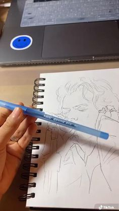 Art Drawings Sketches Simple, Pencil Art Drawings, Realistic Drawings, Harry Styles Dibujo, Harry Styles Drawing, Tracing Art, Pen Art, Art Sketchbook, Love Art