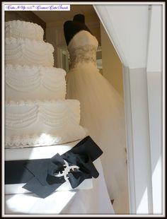 #High #Society #Couture #CakeStand #Wedding #Cake #Black #White #ChanelInspired #Rhinestone www.cakeitupcakestands.com