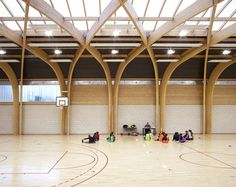 Built by Atelier d'Architecture Alexandre Dreyssé in Drancy, France with date Images by Clément Guillaume. The gymnasium Regis Racine is situated in Drancy north east Paris. the program of this building includes: an indoor s. Detail Architecture, Timber Architecture, Timber Buildings, School Architecture, Gymnasium Architecture, Futuristic Architecture, Roof Design, Ceiling Design, Exterior Design