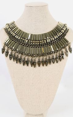 With a standout metallic plate body, the metallic spears statement bib necklace will definitely make you pop from the crowd! | MakeMeChic.com