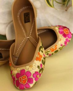 Pinterest • @bhavi91 Bridal Footwear, Bridal Shoes, Wedding Shoes, Bridal Chuda, Suit Shoes, Shoes Heels, Dress Shoes, Indian Shoes, Painting Shoes