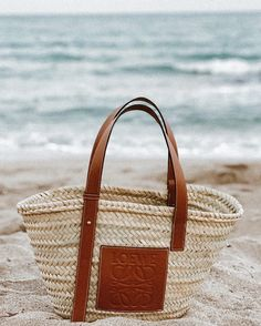 The Chicest Beach Bag : Loewe Leather Trimmed Woven Raffia Tote Woven Beach Bags, Woven Bags, Fashion Handbags, Fashion Bags, Babysitting Bag, Loewe Bag, Blessing Bags, Resort Wear For Women, Straw Handbags