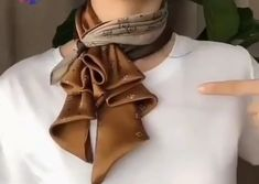 Ways To Tie Scarves, Ways To Wear A Scarf, How To Wear Scarves, Diy Fashion Hacks, Fashion Tips, Mode Outfits, Fashion Outfits, Fashion Scarves, Scarf Knots