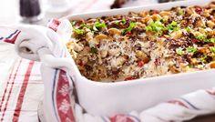 Makaronilaatikko on arjen helppoa perusruokaa, josta riittää useammallekin päivälle.