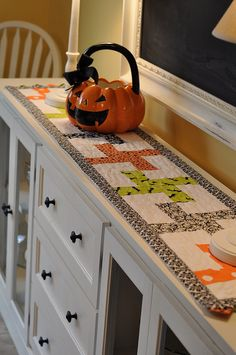 Whirlygig Table Runner by Pleasant Home, via Flickr Cute Idea for those halloween prints.. dont forget the prarie point ends
