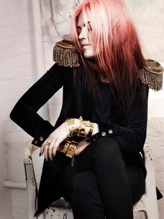 Gorgeous. Rockin' it! (The Kills' Alison Mosshart for Eddie Borgo jewelry)