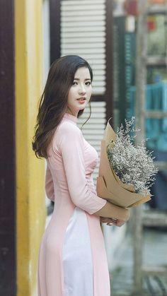 Image gallery – Page 294915475597857880 – Artofit Vietnamese Traditional Dress, Vietnamese Dress, Traditional Dresses, Beautiful Vietnamese Women, Beautiful Asian Women, Ao Dai, Vietnam Girl, Student Fashion, Poker Online