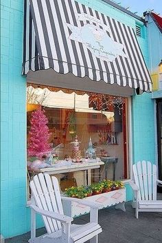 cafe Some ideas for our bakery! Harris The Flying Cupcake Bakery - Indianapolis To die for cupcakes! Bakery Store, Bakery Cafe, Cupcake Shops, Cupcake Bakery, Cupcake Boxes, Café Design, Store Design, Bar Deco, Store Concept