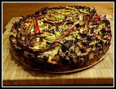 """Koolhydraatarme bamitaart. Een heerlijke bamitaart maar dan zonder de mie en het bladerdeeg. Glutenvrij en lactosevrij, daarnaast koolhydraatarm voor elke fase. Wil je een vegetarische versie maken, gebruik dan blokjes tofu of vegetarisch gehakt. Een portie bevat, ondanks alle groenten, maar 2 gr koolhydraten. Soms heb je zin in smaken van """"vroeger"""", dus voor je koolhydraatarm ging eten. Een van de dingen die ik soms mis is bami. Nu kun je dus gewoon de zero …"""
