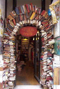 Porche avec des livres