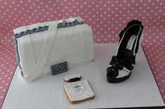 Tarta Bolso Chanel con zapato modelado de fondant elaborado por the cake project en Madrid