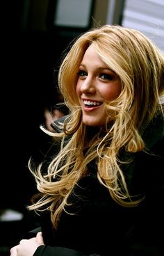 Blake Lively. I WANT TO BE HER