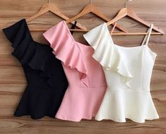 ✯ Find more autumn fashion, fashion 2017 and travel clothing, clothing for work and winter dresses. And more diamond jewelers, leather designer handbags and ring jewelry. Crop Top Outfits, Cute Casual Outfits, Chic Outfits, Fashion Outfits, Fashion 2017, Stylish Tops, Stylish Dresses, Cute Dresses, Cute Fashion