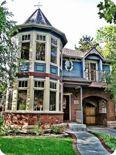 You can keep your sweeping Southern mansions and cookie cutter ranch homes.  Give me a house with some character!