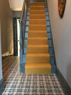 Mustard colour stair runner with stairs painted in farrow & ball downpipe. Hallway Carpet Runners, Cheap Carpet Runners, Carpet Stairs, Carpet Tiles, Stair Runners, Painted Staircases, Painted Stairs, Yellow Stairs, Open Trap