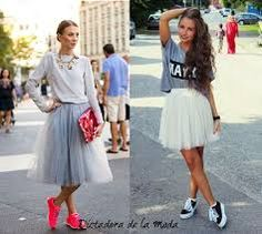 Resultado de imagen para faldas largas en tul Holiday Outfits, Fall Outfits, Tulle Skirt Dress, Tulle Skirts, Midi Skirt, Rehearsal Dinner Outfits, Skirt And Sneakers, Boho Fashion, Fashion Outfits