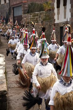 Carnaval à Zubieta. Typique, traditionnel si vous avez l'occasion de voir un carnaval de ce type dans la région vous ne serez pas déçus. #carnaval #paysbasque
