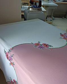 Bed Sheets, Diy And Crafts, Sari, Pillows, Towels, Bedspreads, Needlepoint, Bed Drapes, Saree