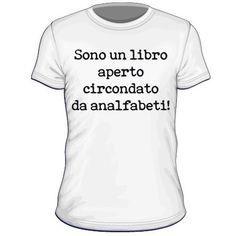 Maglietta personalizzata Sono un libro aperto circondato da analfabeti