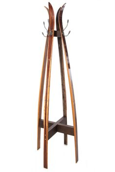 Vintage Ski Free Standing Coat Stand - This unique coat tree of hand-hewn wooden skis celebrates the beauty of antique equipment reinvente - Vintage Furniture, Diy Furniture, Vintage Ski Decor, Cabin Furniture, Western Furniture, Furniture Design, Free Standing Coat Rack, Ski Lodge Decor, Chalet Interior