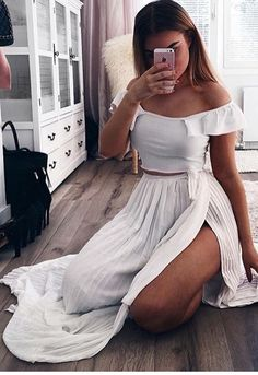 off the shoulder top and this beautiful high slit maxi skirt. I'm so in love with this beautiful skirt arg