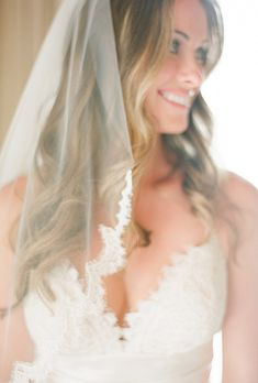 Brides.com: Hairstyles for a Destination Wedding. A Relaxed, Wavy Beach Wedding Hairstyle. If you want to dress up your hair for a destination wedding in the sand, make like this bride and wear a vintage-style veil with scalloped lace edges over loose beachy locks.  Browse more long, wavy wedding hairstyles.