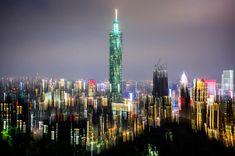Los rascacielos de Taipei, la capital de Taiwan, iluminados al caer la noche (Dina Litowsky, 2016)
