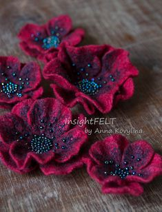 Felted flowers red poppy Felt poppies brooches - InsightFELT by Anna Kovylina - Felt Flowers Patterns, Fabric Flowers, Paper Flowers, Table Flowers, Felt Flower Template, Felt Flower Tutorial, Bow Tutorial, Felt Diy, Felt Crafts