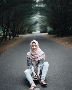 Suci Andini Hijab Smile From Bogor - Angel Hijaber Beautiful Girl Image, Beautiful Hijab, Beautiful Asian Girls, Casual Hijab Outfit, Hijab Chic, Motorbike Girl, Hijabi Girl, Asia Girl, Tall Women
