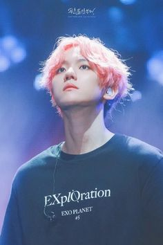 Baekhyun swapped his electric orange for a cheerful cherry blossom pink during the second week of EXO's EXO Planet EXplOration concerts and whoah! Luhan, Park Chanyeol, Baekhyun Fanart, Exo Korean, Korean Boy, Taemin, Kai, Exo Concert, Z Cam