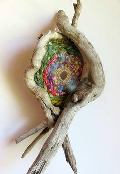 wild circular weaving - tissage circulaire avec cadre en bois flotté