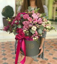 Gorgeous. Hat Box Flowers, Flower Box Gift, Flower Boxes, Beautiful Flower Arrangements, Floral Arrangements, Amazing Flowers, Beautiful Flowers, Arte Floral, Flower Centerpieces