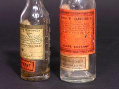 Bouteilles anciennes de liniment ou onguent provenant dune pharmacie française des années 30  Lot de 2 bouteilles graduées avec leurs étiquettes