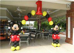 Mickey Mouse Birthday Decorations, Theme Mickey, Mickey Mouse Balloons, Fiesta Mickey Mouse, Mickey Party, Mickey Mouse Parties, Mickey 1st Birthdays, Mickey Mouse First Birthday, Mickey Mouse Clubhouse Birthday Party