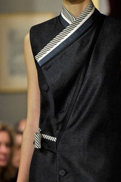 See every last detail from shoes and jewels, to bags and belts, from the Bouchra Jarrar Fall 2011 Couture show. Japan Fashion, 90s Fashion, Womens Fashion, Fashion Tips, Couture Details, Fashion Details, Fashion Design, Colorado Fashion, Bouchra Jarrar