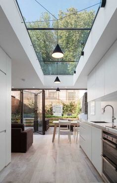 haus design Skylights are one of the best ways if you want to include outdoor shades into your home. This decoration emphasizes abundant natural lighting and allows your interior to become Küchen Design, Design Case, Design Ideas, Roof Design, Design Elements, Design Inspiration, Small Kitchen Solutions, Sweet Home, House Extension Design