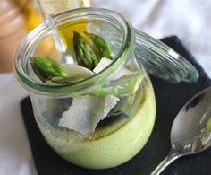 Petit flan d'asperges vertes à l'huile de truffe - Cuisiner Thermo Pickles, Cucumber, Pudding, Desserts, Food, Asparagus, Carrots, Cooking Food, Spring