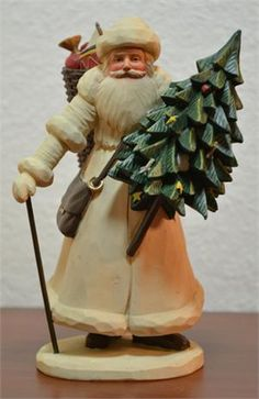 Beautiful Handcarved Santa with Tree. I just love this piece....Awesome! Photo via web....