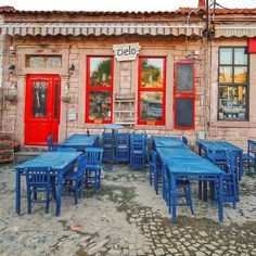 Ayvalık presents an unforgettable holiday to anyone who loves just wandering the most colorful of streets.