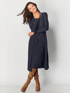Vestido muito moderno com écharpe incorporada tricotado com acabamentos em malha canelada. Vestido de manga 3/4 com favorecedor decote em V e tiras no - Venca - 145162
