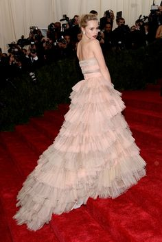 red carpet - Suki Waterhouse wearing Burberry to the Metropolitan Museum of Art 2014 Costume Institue Gala