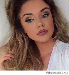 Brown hair and a nice makeup
