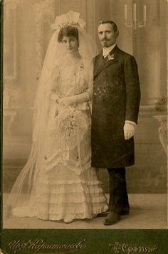 Circa 1900 Cabinet Photo of a Bulgarian bride and groom. Antique Wedding Dresses, Vintage Wedding Photos, Vintage Bridal, Wedding Pictures, Vintage Dresses, Vintage Outfits, Vintage Weddings, Vintage Couples, Chic Vintage Brides