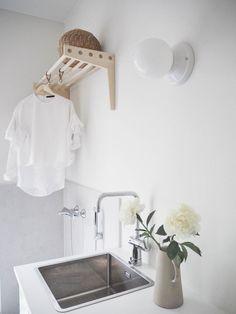lainahöyhenissä Laundry Room Decor, Living Room Inspiration, Bedroom Interior, Room Inspiration, Living Room Scandinavian, Interior, Nordic Interior Bedroom, Laundry In Bathroom, Home Decor