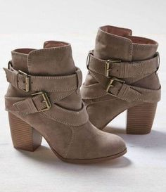 New chunky ankle boats outfit winter heels ideas Chunky High Heels, High Heel Boots, Heeled Boots, Bootie Boots, Boot Heels, Women's Booties, Short Heel Boots, Mid Calf Boots, Ankle Boots