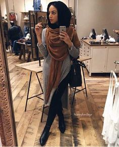 neutral-hijab-look-with-black-ankle-boots- How to wear ankle boots with hijab